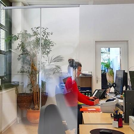 ViewRoll paroi de prévention comme séparation transparente au bureau 2