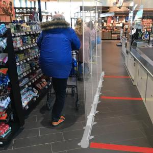 oprolbaar coronascherm voor winkel en magazijn